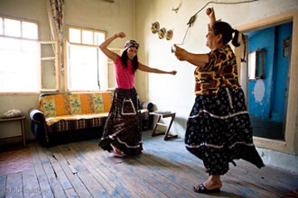 Roman dance class - The Traditional dance of Turkish Gypsies