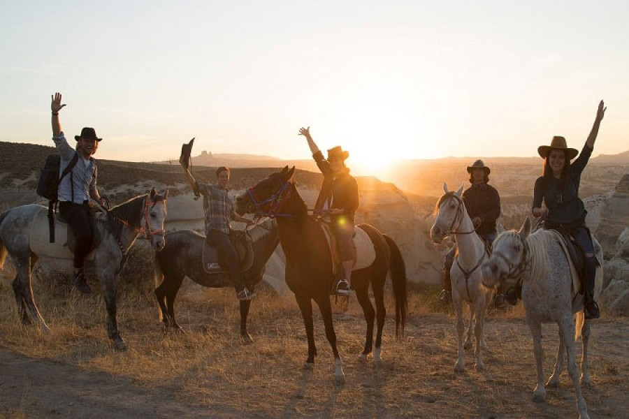 Horseback riding - 4 hours